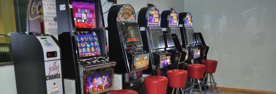 AREA SLOT MACHINES
